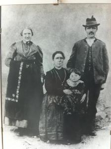 A Plateau family wearing Cimbrian clothes.