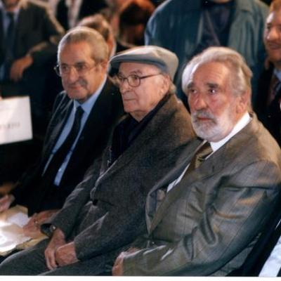 Mario Rigoni Stern with Andrea Zanzotto at the Masi Prize (2001). 18 – With Mauro Corona.